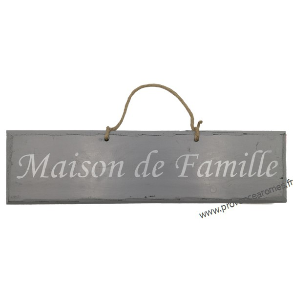 plaque en bois maison de famille fond gris provence. Black Bedroom Furniture Sets. Home Design Ideas