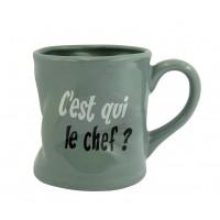 Mug C'EST QUI LE CHEF ? Mug gris humoristique en céramique déformé