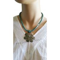 Collier de perles bleues pendentif fleur de nacre Lara Ethnics