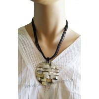 Collier cordon noir pendentif cercle de nacre Lara Ethnics