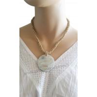 Collier de perles beige pendentif cercle de nacre Lara Ethnics