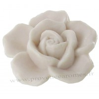 Petit savon en forme de rose blanche