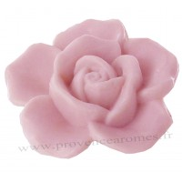 Petit savon en forme de rose rose
