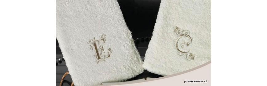 Gant de toilette brodé personnalisé initiale lettre abécédaire
